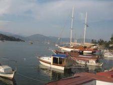 Turcia exclusivista: Fethiye, panorama acvatica cu pini si vaporase (I)