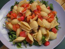 salata paste cu rosii si usturoi