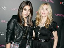 Madonna si Lourdes