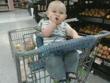 bebelus in supermarket