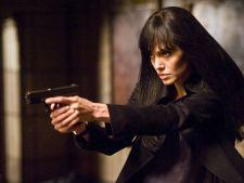 "Angelina Jolie, James Bond cu sani in ""Salt 2"""