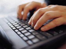 Peste o treime dintre angajati sau pe Facebook si messenger la munca