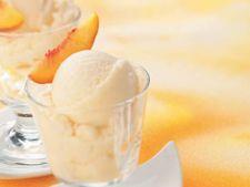 Desert rece cu piersici si iaurt