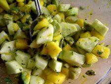 Salata exotica din castravete si mango