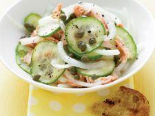 Salata de castraveti cu ceapa si somon