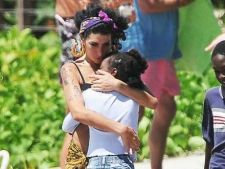 Amy Winehouse planuia o adoptie