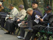 Guvernul va majora unele pensii abia in 2014
