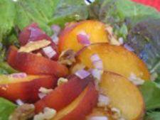 Salata de pui cu piersici si nuci