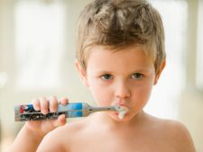 Cum sa il convingi pe copil sa se spele pe dinti