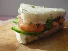 Sandwich cu creveti si castraveti