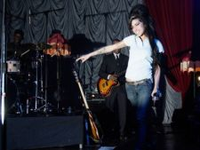Moartea lui Amy Winehouse, cel mai cautat subiect al verii