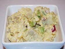 Salata de cartofi cu oua, telina si ceapa