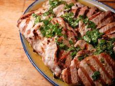 Cotlete de porc cu sos de usturoi si lamaie