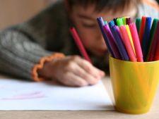 La ce varsta invata copilul sa scrie si sa deseneze?