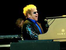 Elton John isi va produce propriul film biografic