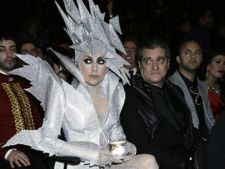Top 5 cele mai interesante costume ale lui Lady Gaga