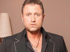 Catalin Botezatu chinue concurentele de la Next Top Model