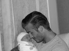 Fetita lui David Beckham ii scoate fire albe tatalui sau