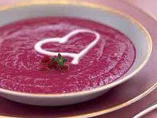 Supa de cartofi cu sfecla rosie