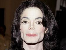 Michael Jackson dormea in pat cu o papusa