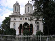 Studiu: Romanii nu vor politica la biserica