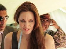 Angelina Jolie pleaca intr-o excursie umanitara in Libia