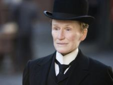 Glenn Close, barbat in pelicula 'Albert Nobbs' (trailer)