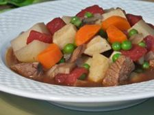 Reteta slow cooking: tocanita de cartofi cu ciuperci si pui