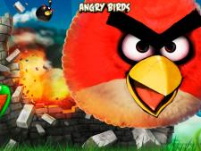 Un robot joaca Angry Birds