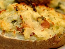 Cartofi umpluti cu branza, la cuptor