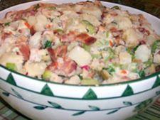 Salata de oua cu bacon, ridichi si cartofi
