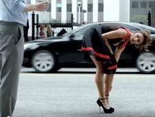 Catrinel Menghia i-a zapacit pe barbati cu o reclama provocatoare (video)