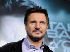 Liam Neeson il vrea pe Ricky Gervais la Globurile de Aur 2012