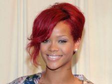 Rihanna debuteaza in moda