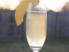 Cocktail French 75 cu gin si sampanie