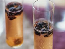 Cocktail sampanie si fructe de padure