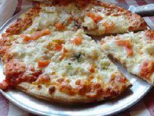 Pizza cu branza si carne de crab