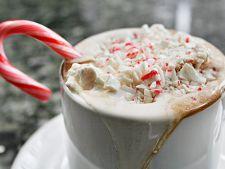 Ciocolata calda festiva cu bezele si acadea