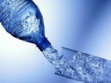 Romanii au baut 54 de litri de apa imbuteliata de persoana, in 2011
