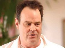 Dan Aykroyd, distribuit in comedia politica Dog Fight