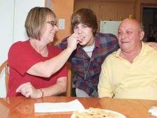 Bunicii lui Justin Bieber au avut un accident de masina