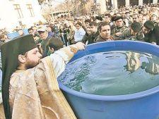 6.000 de litri de apa sfintita, in Dealul Mitropoliei