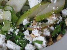Reteta pentru copii: salata proaspata cu fructe, branza si migdale