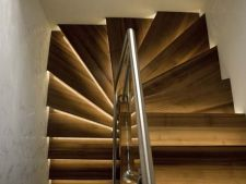 4 idei de iluminat o scara interioara