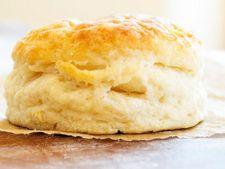 Reteta pentru mic dejun: biscuiti cu unt si lapte batut