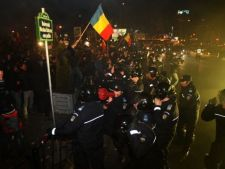 Haos in Bucuresti - protestele au degenerat in lupte de strada