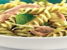 Reteta din resturi: salata cu ton, paste si sos pesto