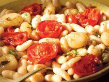 Reteta vegetariana: mancare de rosii, fasole si ceapa