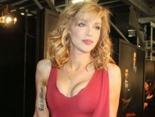 Courtney Love , beata crita la petrecerea Golden Globe Awards