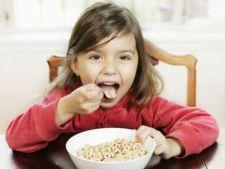 4 idei de mic dejun pe care copilul le poate prepara singur
